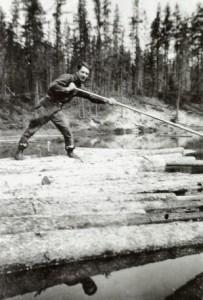 Lionel Trahan, draveur, en 1932