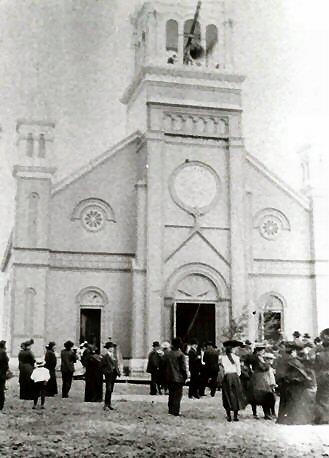 Installation de la première cloche de l'église St-Timothée d'Hérouxville en 1905
