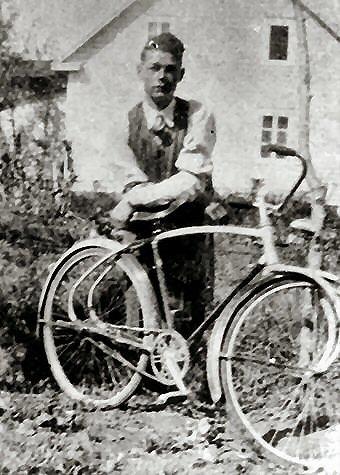Raphael Léveillé et sa 'Airflow' de 1936